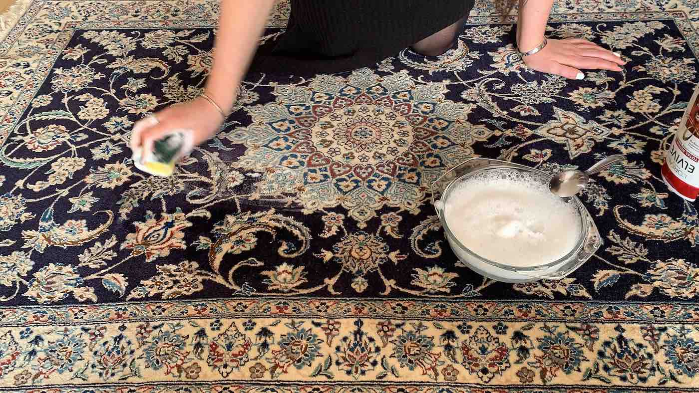 Perzisch tapijt schoonmaken met shampoo