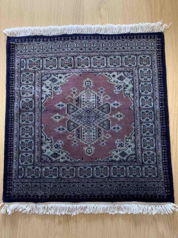 Handgeknoopt bochara tapijt minder gedetailleerde patroon